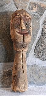 Denne utskårne figuren fant Jacob Vallesværd på mørkeloftet.