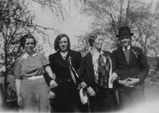 Olga, Inger, Gudrun og ukjent.