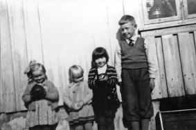 Sigrun, Eldbj Kjøst. Ellen og Audun Kostøl