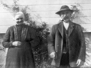Sigrid og Sakarias på Kornnes, bildet antas i være tatt 1935.