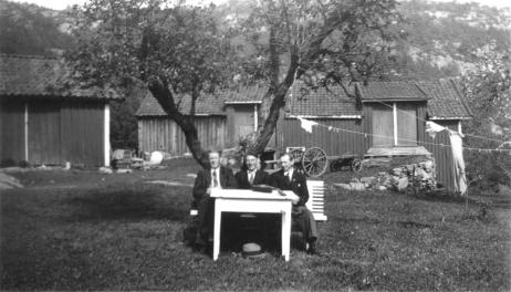 Arne Håkedal, Odd Kjøstv og ukjent.