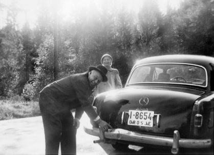 Arne Randvig, taxisjåføren i Høvåg. Bodde på bnr.10