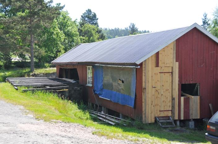 Det gamle uthuset holdes vedlike.