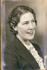 Agnes Ribe, Anita Kvalbeins mor