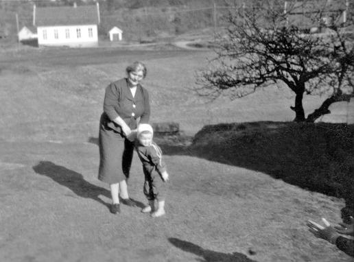 Bnr. 1 Mary og barnebarn