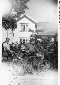 Erling Erdvig, Karl og Helge