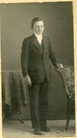 Gunfeldt Johan Isaksen konfirmant 1919