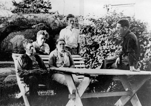 Jonas og Helene Aarsnes m Arthur, Halvdan og Kay ca 38
