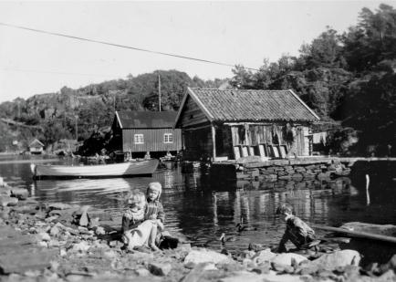 Lek ved sjøbu Stenersnes