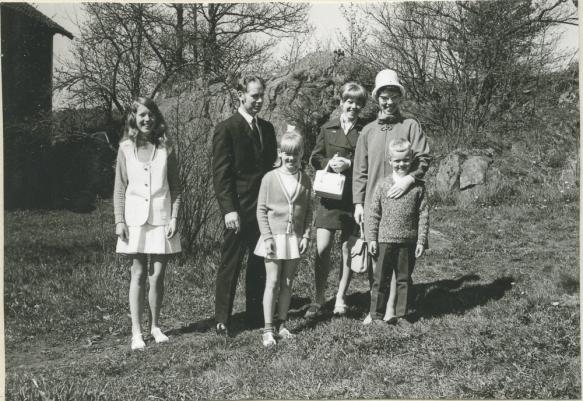 Monas konfirmasjon, fra v. Rita, Håkon, Jessie, Mona, Reidun og Tønnes