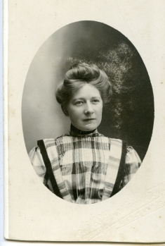 Mor til Evelyn, Johanne Elisabeth
