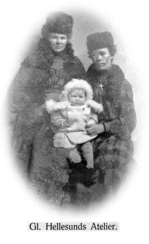 Amalie og Åsine Tharaldsen, tanter til Ingrid Andersen (Knutsen) på besøk
