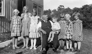 Gudny, Margot, Astrid Andersen, Herman Andersen m Peter på fanget, Else Aagot mellom Alvhild og Ingfrid Andersen