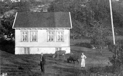 Inga og Anton Aslaksen foran Frillestad