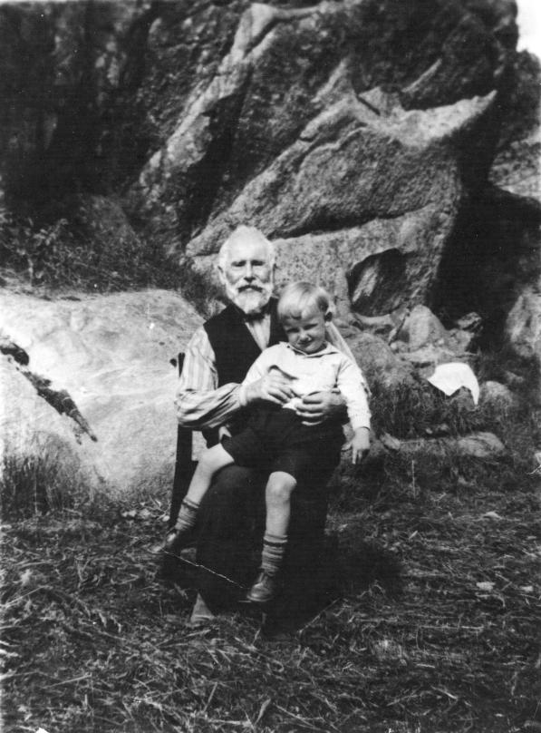 Kristoffer Jørgensen med Helge, oldebarn