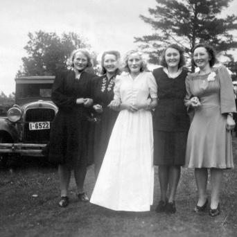 Søstrene i Myra i Reiduns konfirmasjon
