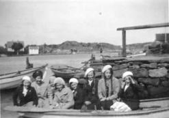 ca-1932-jenter-brygga-76-47-27korr