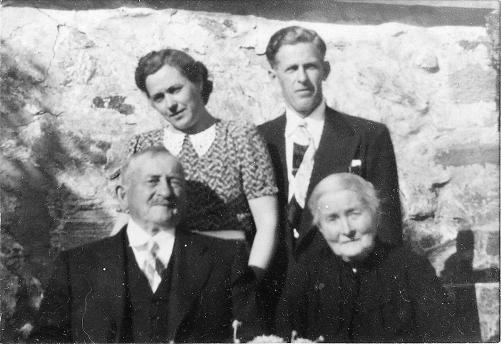Haakon og Kamilla foran Mary og Sverre